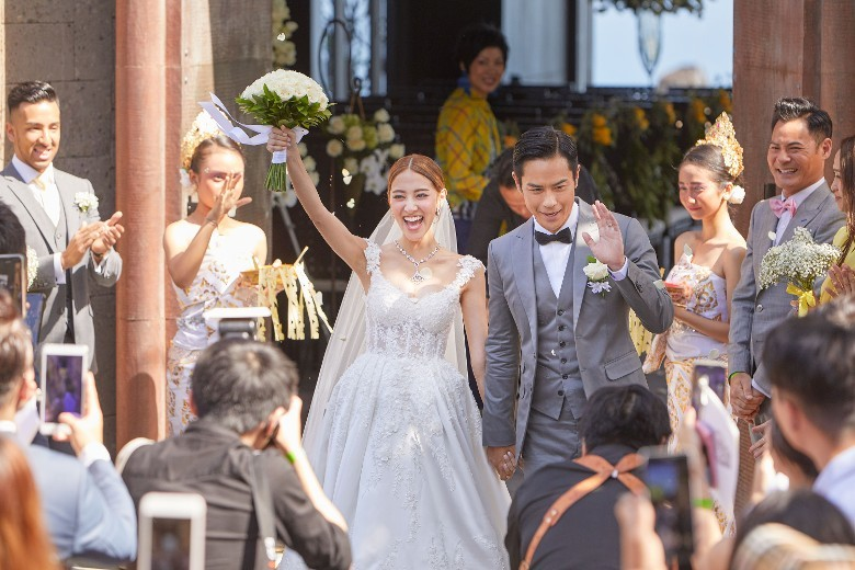 Trịnh Gia Dĩnh cảm xúc dâng trào trong đám cưới với vợ hoa hậu