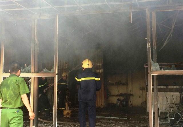 5 ki ốt chợ Nga Sơn cháy đùng đùng giữa trưa