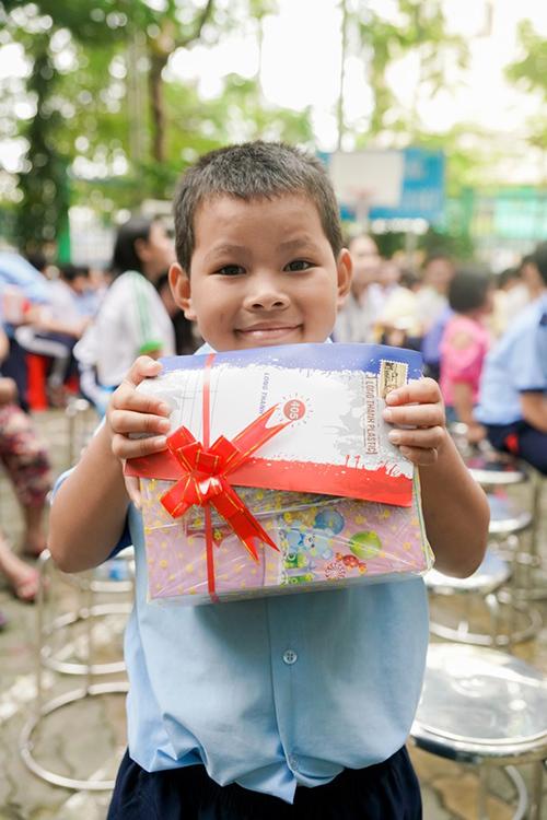 Nhựa Long Thành tặng 40 suất học bổng khuyến học