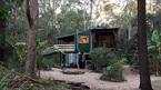Chuyện tình kỳ lạ trong ngôi nhà giữa rừng của vợ chồng người Australia