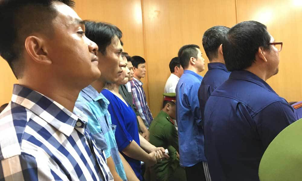Cựu cảnh sát bảo kê logo 'xe vua' phản cung tại tòa