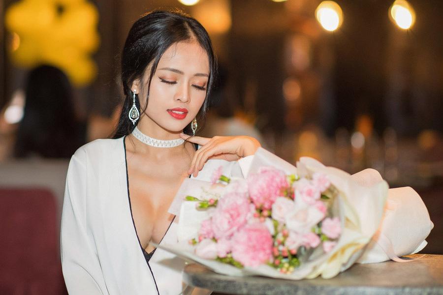 Bà mẹ đơn thân Thanh Trúc hở bạo đón sinh nhật tuổi 23