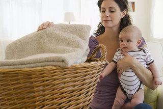 Video giải oan cho các mẹ bỉm sữa 'chỉ biết' trông con