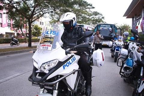 U23 Việt Nam được cảnh sát hộ tống ra sân