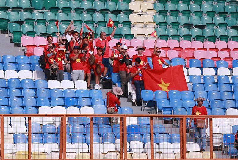 CĐV cổ vũ U23 Việt Nam vs U23 Pakistan