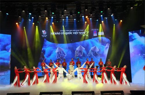 Tưng bừng chương trình 'Tự hào Tổ Quốc Việt Nam'