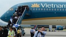 Hành khách quên túi tiền lớn trên máy bay