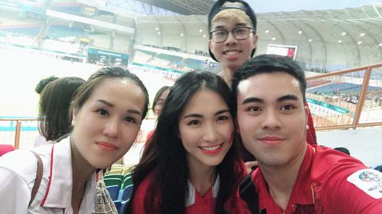 Hoà Minzy sang Indonesia cổ vũ U23 Việt Nam