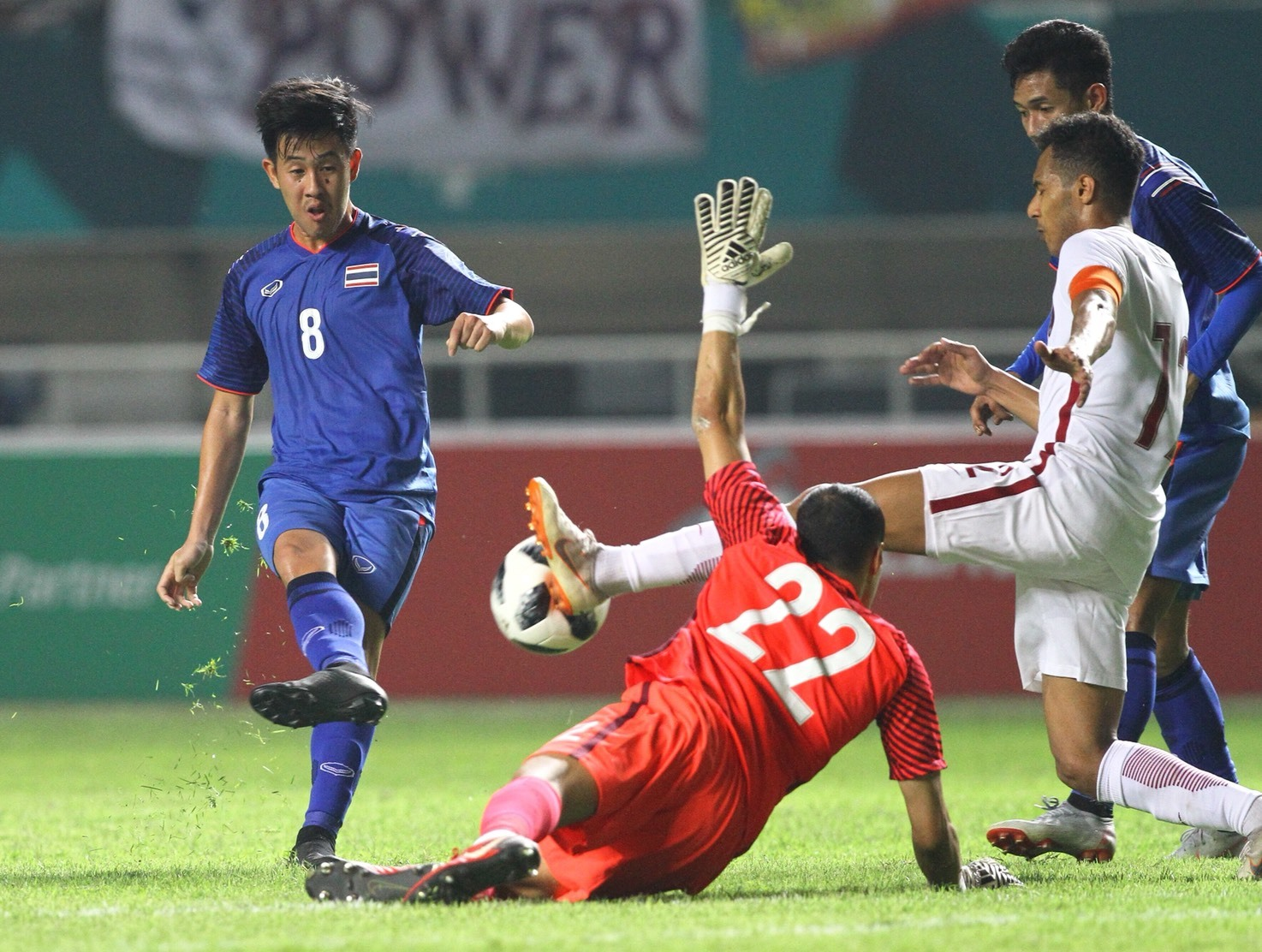 Phung phí cơ hội, U23 Thái Lan chật vật giành 1 điểm