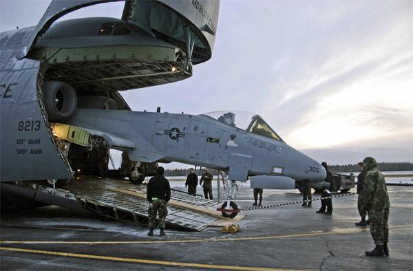 Thót tim cảnh siêu máy bay Không lực Mỹ đáp bằng mũi