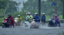 Dự báo thời tiết 15/8: Bão tiến gần Hải Phòng-Thanh Hóa, miền Bắc mưa rất to