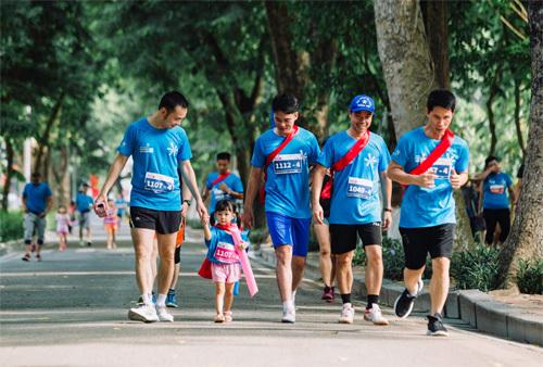 Cuối tuần, cả nhà ra Bờ Hồ chạy MB Ageas Life Family Ekiden