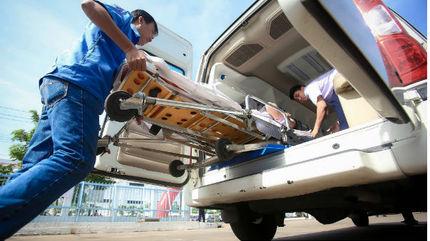 """Máy lọc máu nằm băng ca vượt 500km cứu tân binh """"từ cõi chết trở về"""""""