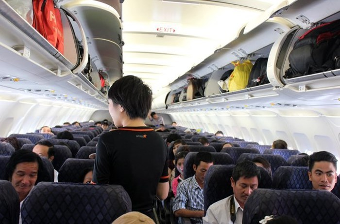 nhặt được tiền,máy bay,bọc tiền,Vietnam Airlines,nhặt được của rơi