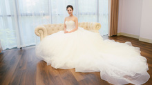 Bạn gái Công Lý làm cô dâu xinh đẹp