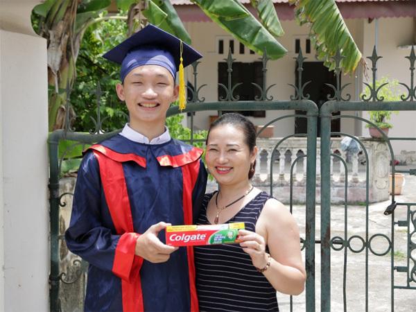 2 tháng, 400 học bổng Nụ cười thắp sáng ước mơ