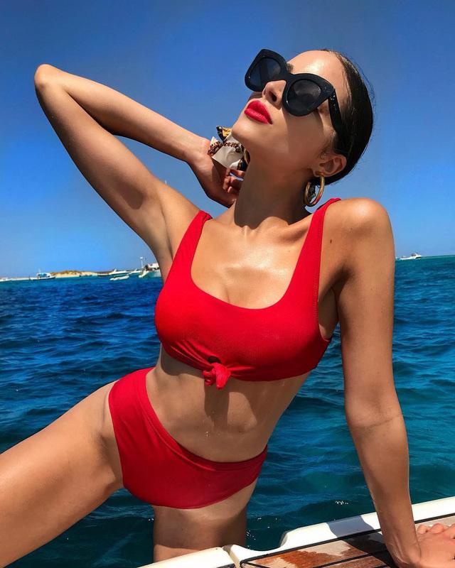 Hoa hậu Hoàn vũ nóng bỏng với bikini