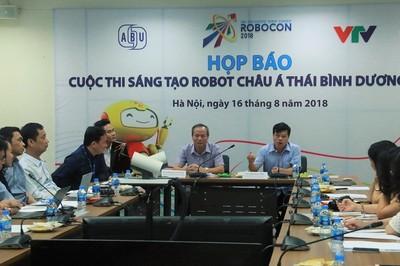 Sinh viên 18 nước và vùng lãnh thổ tranh tài điều khiển robot ném còn tại Việt Nam