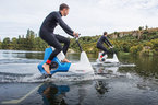 Độc đáo xe đạp chạy được trên nước