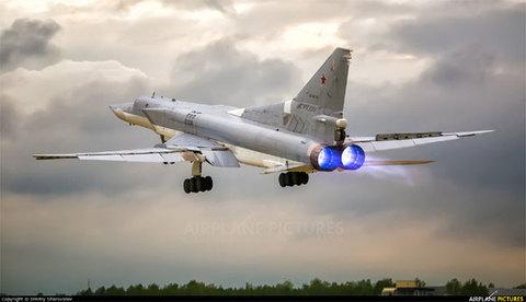 Máy bay ném bom vượt âm Nga