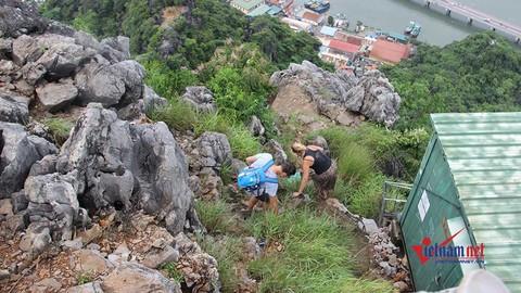 Bão số 4: Khách Tây leo rào, vượt núi lên đỉnh ngày bão