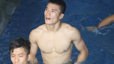 """Hạ Nepal, U23 Việt Nam thảnh thơi """"so múi"""" trên bể bơi"""
