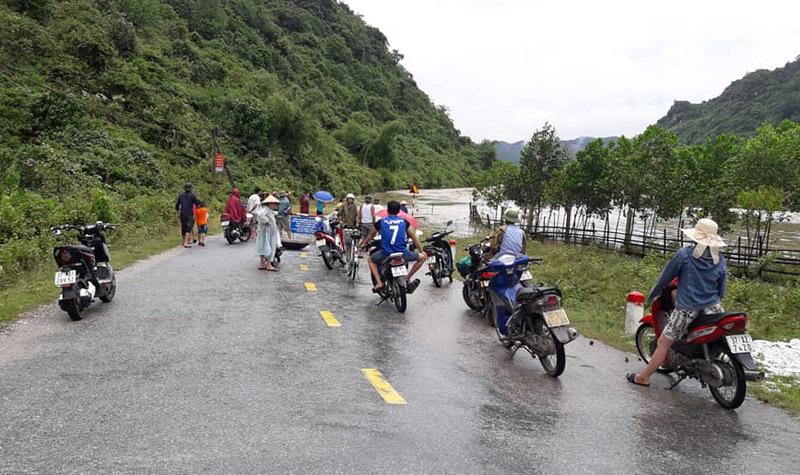 Mưa lũ hoành hành ở Nghệ An, 2 người chết