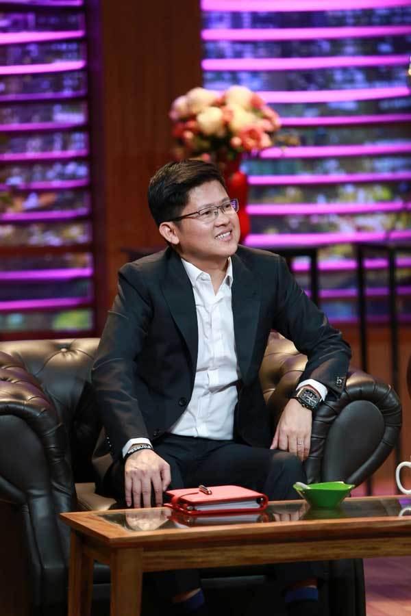 Học Shark Dzung Nguyễn diện suits trẻ trung, lịch lãm