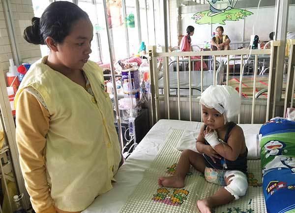 Trao hơn 57 triệu đồng cho bé Lý Nhựt Phát