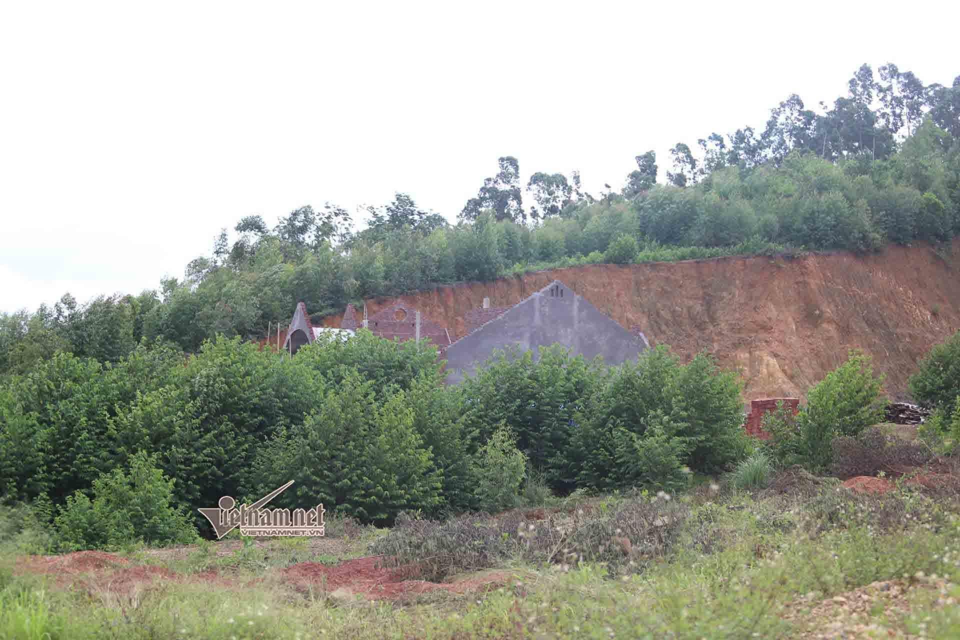 Bí ẩn dãy biệt thự mọc trên đất rừng ở Vĩnh Phúc