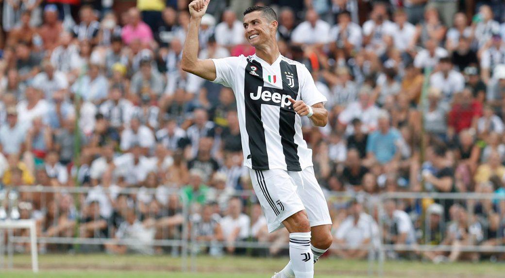MU bỗng nhiên có Alex Sandro, Ronaldo cân cả Serie A