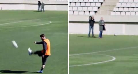 Messi xỏ háng phóng viên từ khoảng cách khó tin