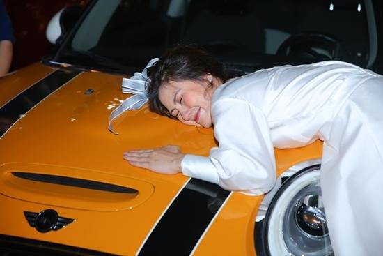 Ngọc Lan được chồng tặng xe hơi tiền tỷ dịp sinh nhật