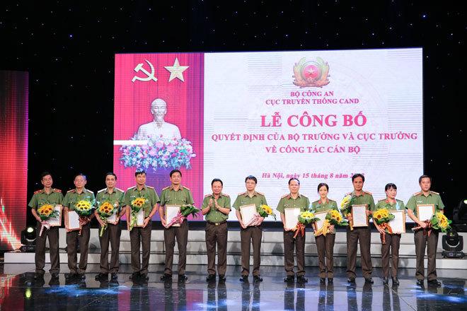 Trao quyết định bổ nhiệm lãnh đạo 9 cơ quan Công an