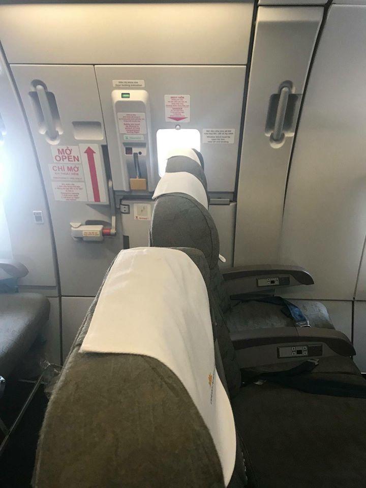 Vietnam Airlines lắp thêm ghế ở lối thoát hiểm trên máy bay?