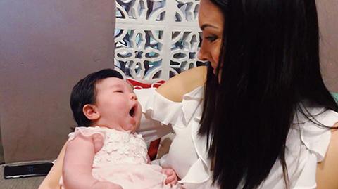 Hoa hậu Hoàn vũ Natalie Glebova sang Việt Nam thăm con gái Hà Anh