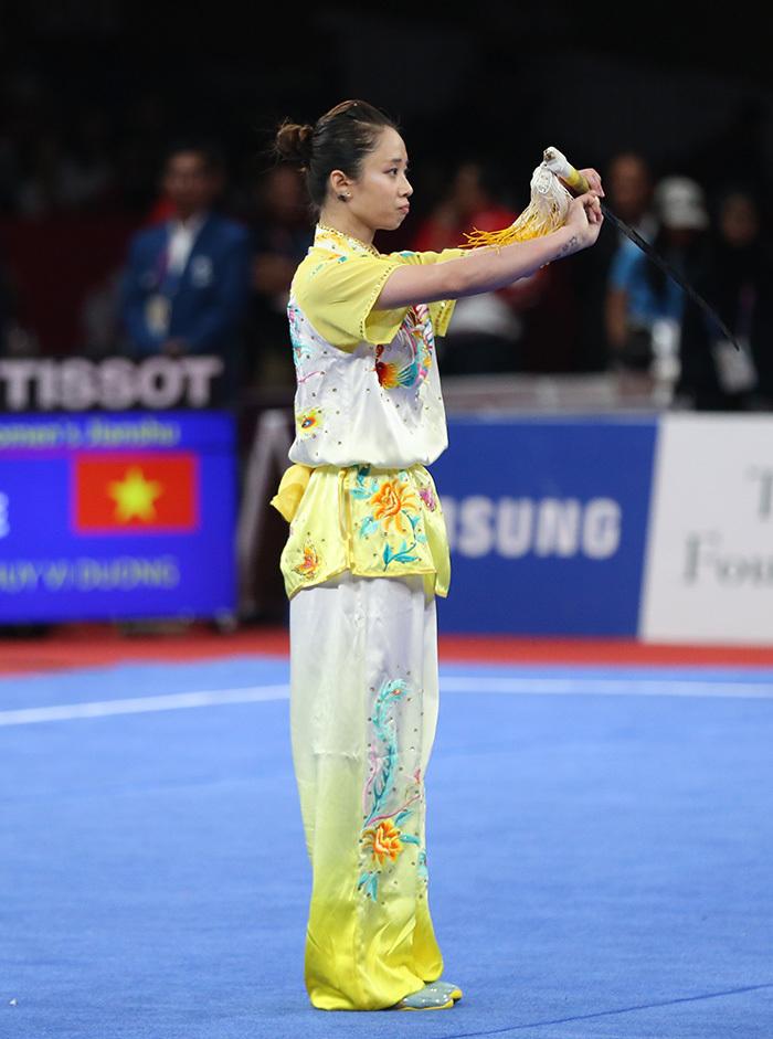 Chiếu chậm màn múa kiếm ảo diệu của nữ võ sĩ xinh đẹp Dương Thuý Vi