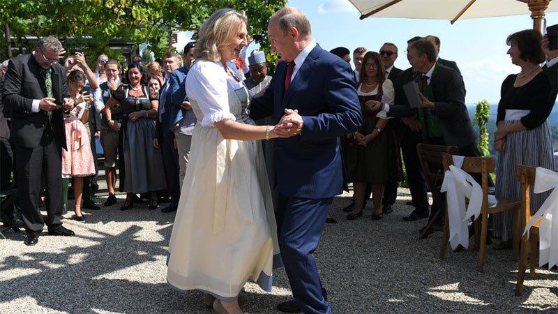 Xem Putin 'nhảy đầm' cùng Ngoại trưởng Áo
