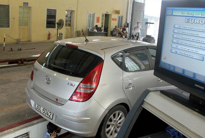Người dân bị từ chối kiểm định ôtô vì chưa nộp 'phạt nguội'