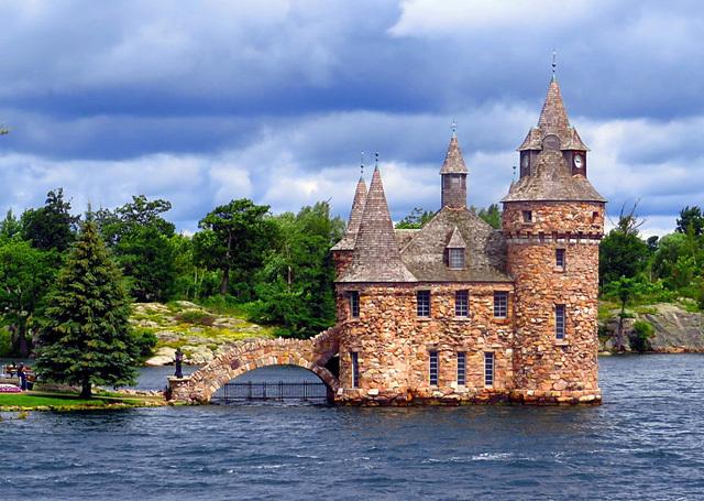 Câu chuyện về 'lâu đài tình ái' đẹp lộng lẫy nhưng ẩn chứa đầy bi kịch