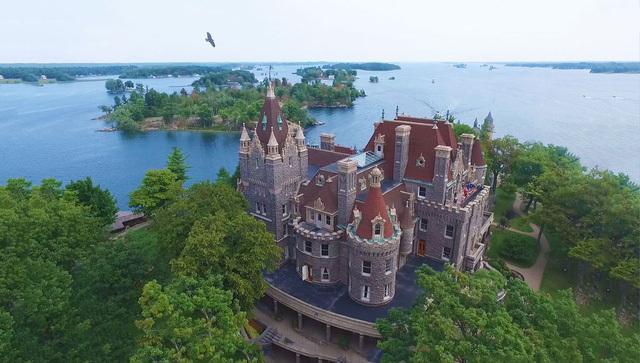 Lâu đài,Chuyện lạ thế giới,Tình yêu