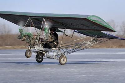 Chiếc máy bay kết hợp tàu lượn khiến người xem... hết hồn