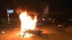 Hà Nội: Xe máy đâm xe tải bốc cháy, 2 anh em sinh đôi thương vong