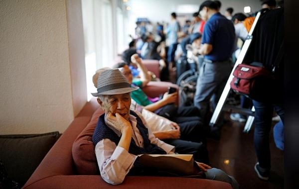 Hình ảnh dân Hàn háo hức tới Triều đoàn tụ thân nhân