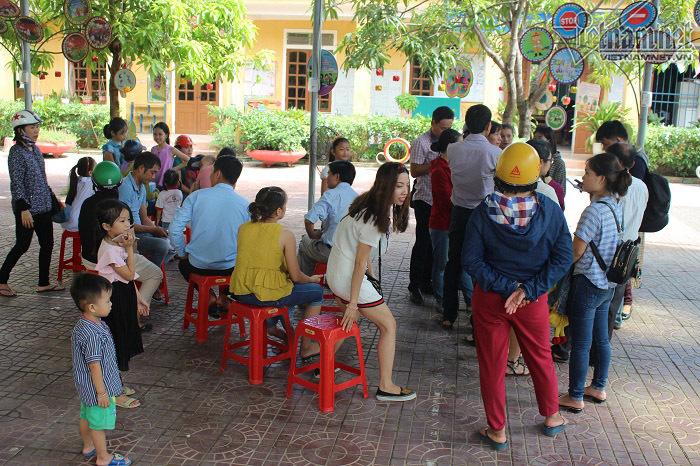 Nhiều trẻ bị từ chối nhận học trong ngày tựu trường