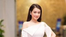 Từ lúc lấy chồng có con, hoa hậu Đặng Thu Thảo nghiện màu trắng nhưng kín cổng cao tường và giản dị hơn hẳn