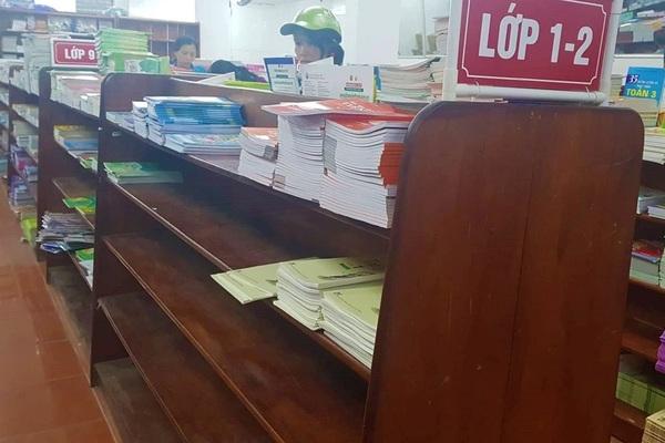 Đôn đáo tìm mua sách giáo khoa cho năm học mới