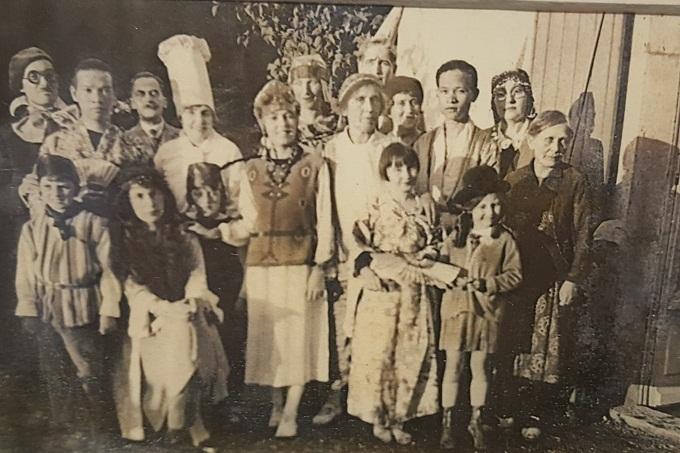 Anh em GS Nguyễn Văn Huyên