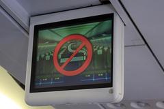 """Bị cấm bay 9 tháng chỉ vì không """"nhịn"""" được hút thuốc"""