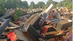 Đáng sợ: Tái chế hàng ngàn chiếc quan tài đóng đồ nội thất mới cứng